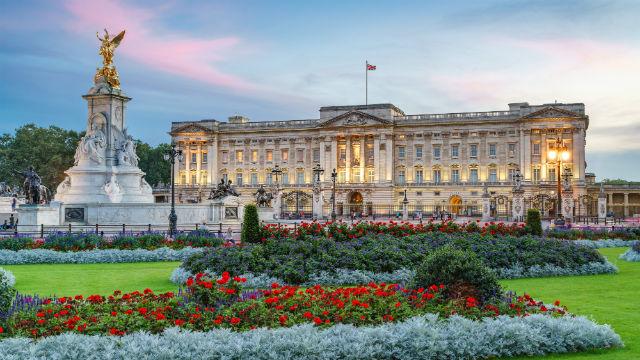 100223-640x360-buckingham-palace-dusk-640.jpg