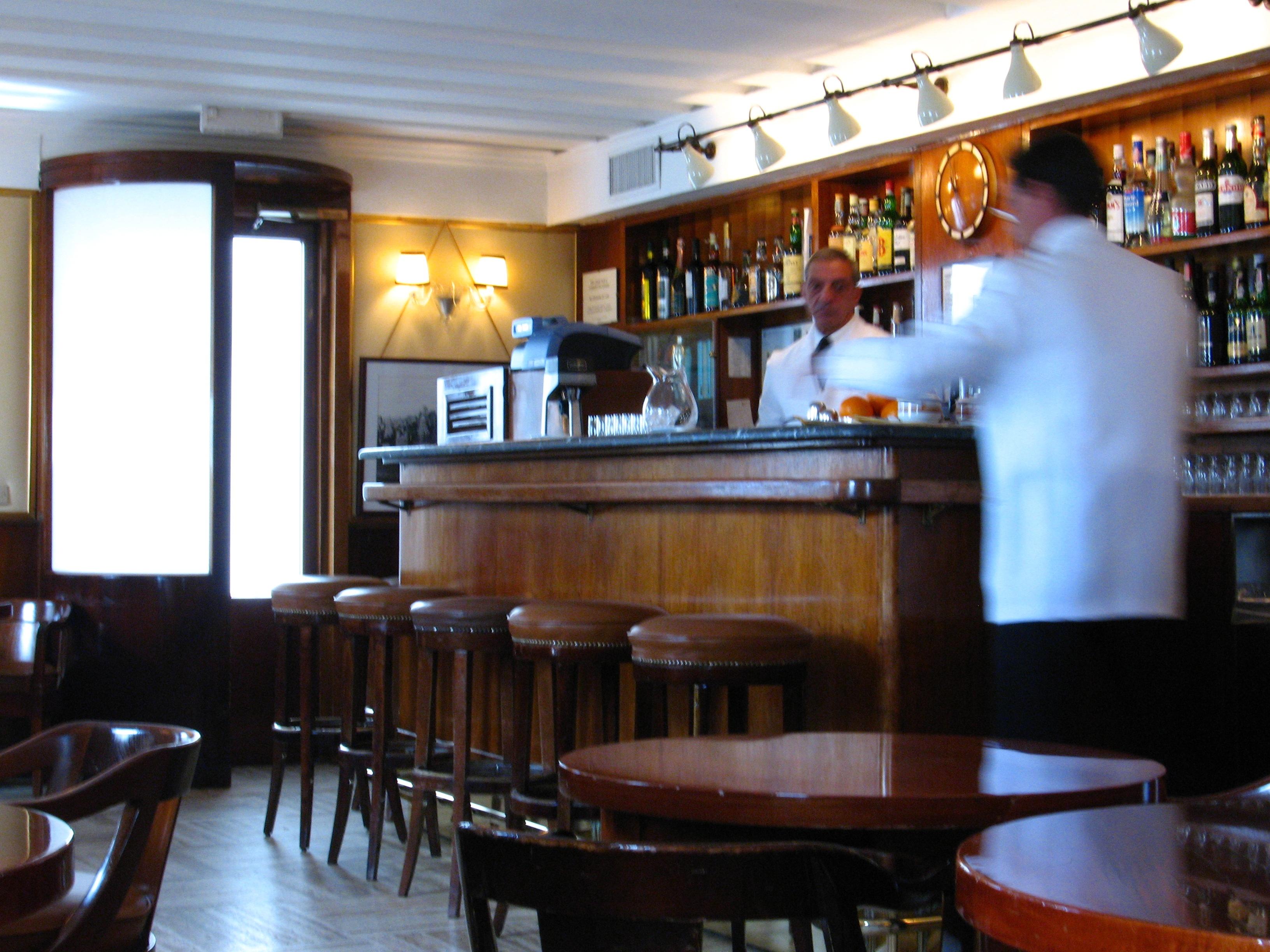 Harry's_Bar_(inside)_-_Venice.jpg