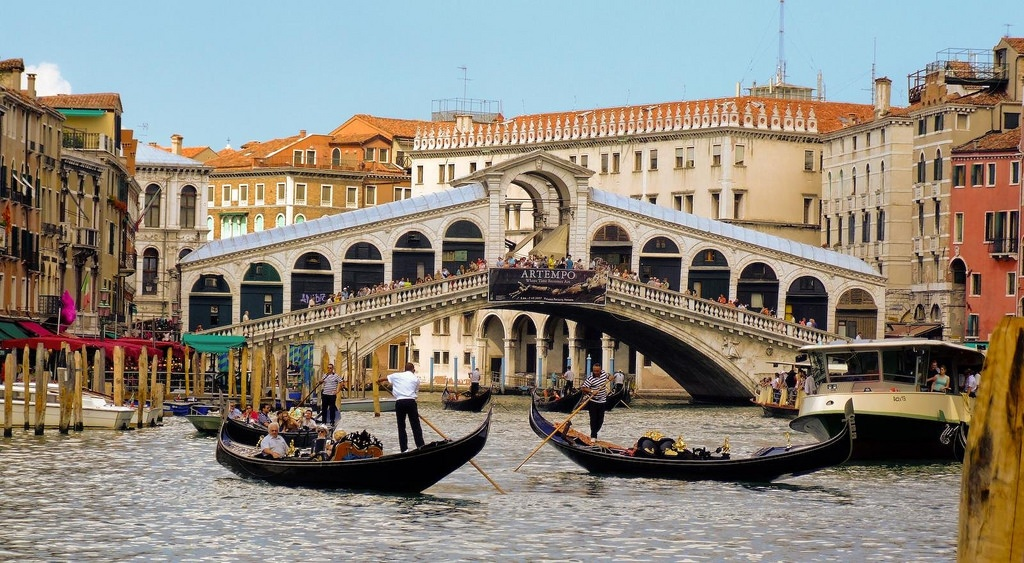 Rialto Bridge by Shaun Dumnall.jpg